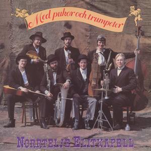 Med pukor och trumpeter
